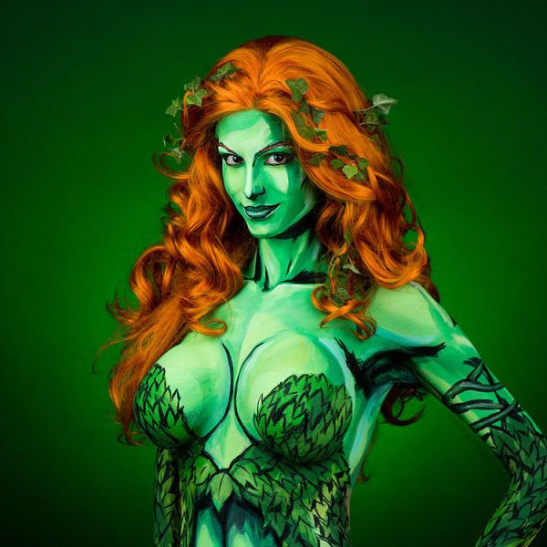 hot-damn-this-poison-ivy-body-paint-cosplay-is-stunning-872489