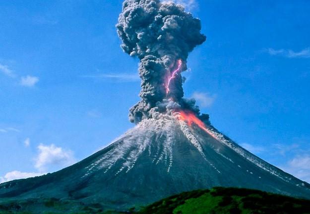 volcano erupt (800x450)